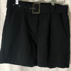 BNWT dark blue shorts with pockets and belt